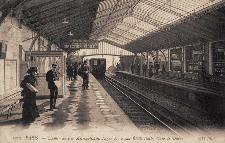 Le Métropolitain du Paris d'antan - La ligne n° 2 Sud Etoile-Italie et la Gare de Sèvres, vers 1910.