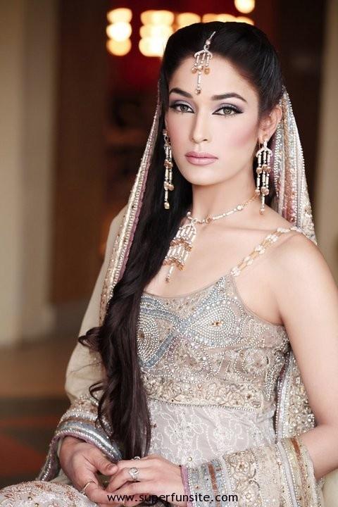 Pakistani bridal couture, silver lengha, sleeveless