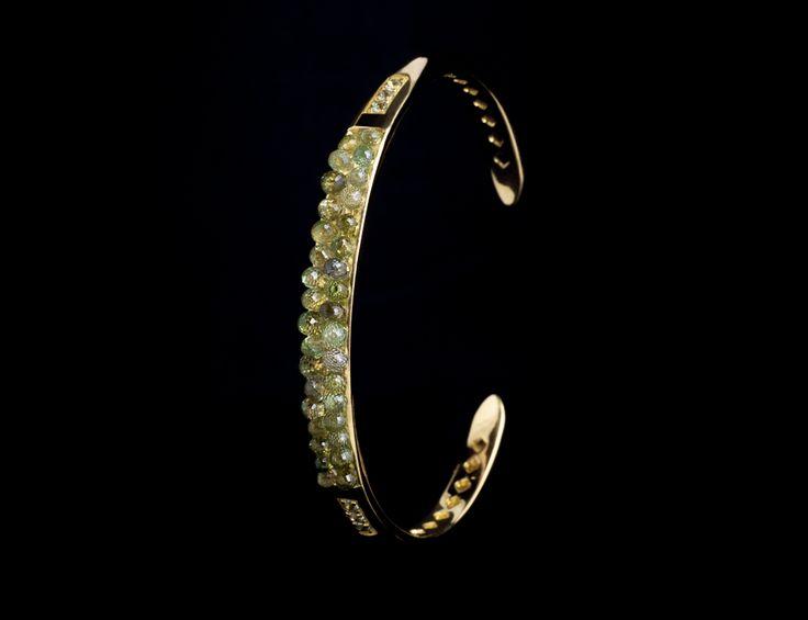 Anemone Bracelet - #digregorio_milano #digregoriogioielli_milano #yellowgold #briolettesapphires #greensapphires #green #sea #anemone #bracelet #jewel #jewellery #finejewellery #luxury
