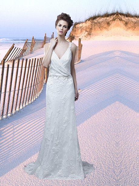 Trouwjurk van het merk Enzoani. Deze jurk is gemaakt van soepelkant en heeft een tailleband van strass steentjes. De top is gedrapeerd en heeft een open rug.