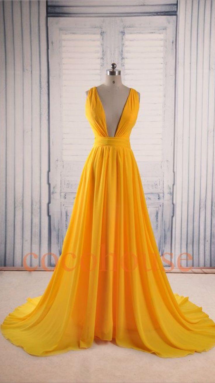 Vestido amarillo escote profundo