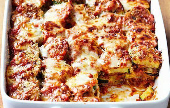 Μια εύκολη συνταγή για κολοκυθάκια με παρμεζάνα στο φούρνο. Ένα πιάτο εύκολο στη παρασκευή του, υπέροχο στη γεύση του για να το απολαύσετε στο οικογενειακό τραπέζι σαν συνοδευτικό, ορεκτικό αλλά και κυρίως πιάτο.  Υλικά συνταγής  1/2 φλ.