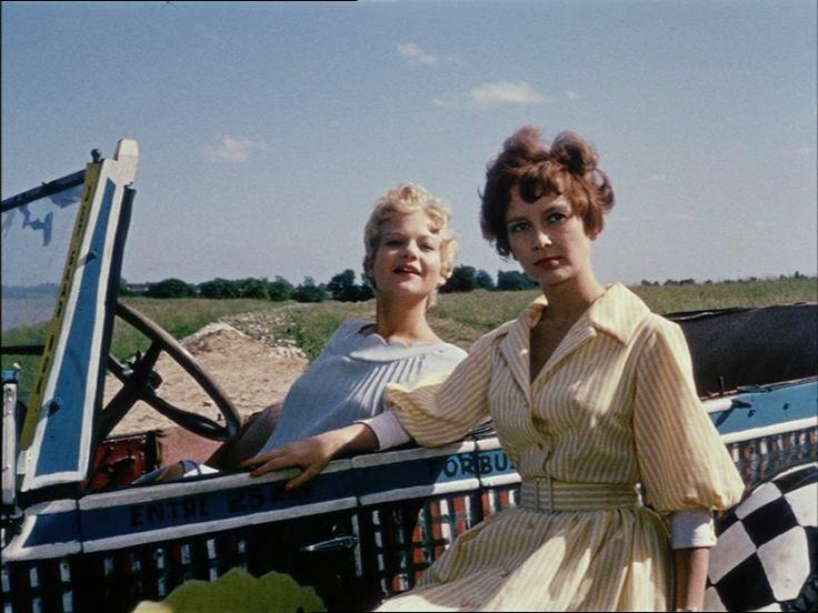 som Karen, i Soldaterkammerater filmen fra 1958-60. (her sammen med Vera Stricker)