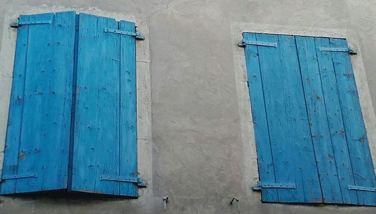 Blauwe luiken, Frankrijk