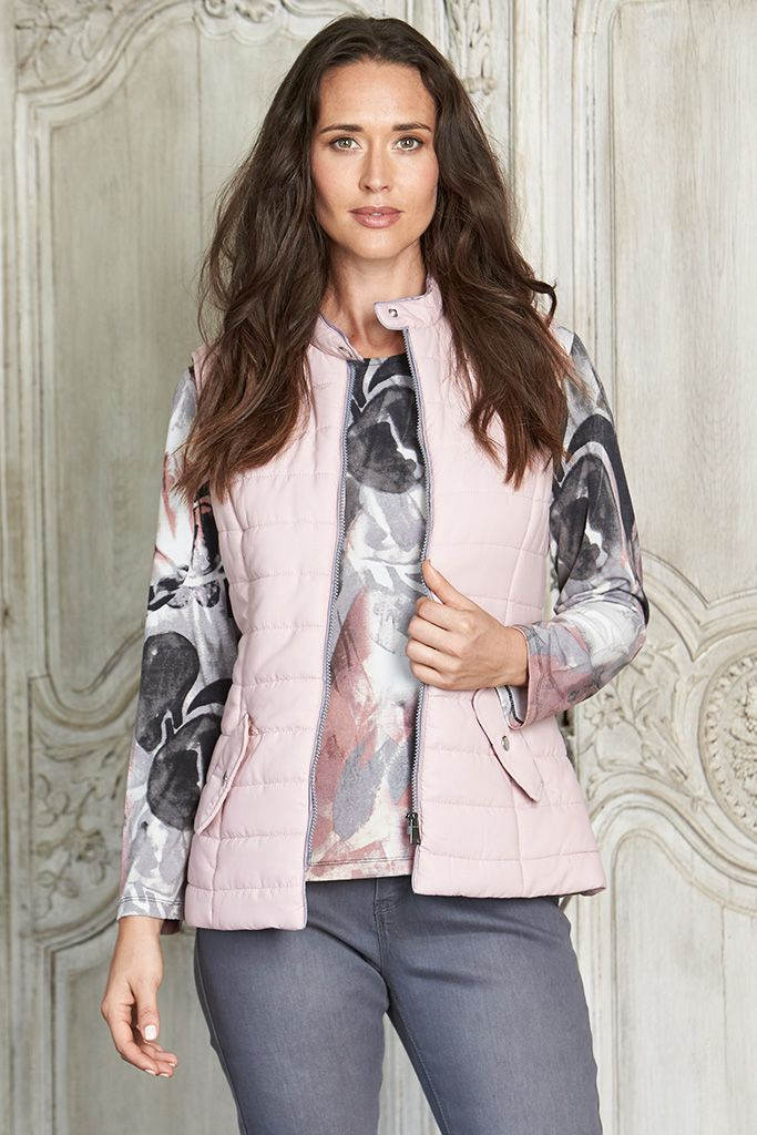 SLEEVELESS QUILTED VEST This quilted vest is a stylish addition to your leisure wear wardrobe. Sophisticated & practical, this high collar style is easy to layer & will match perfectly with all of your knits & long sleeve tops.