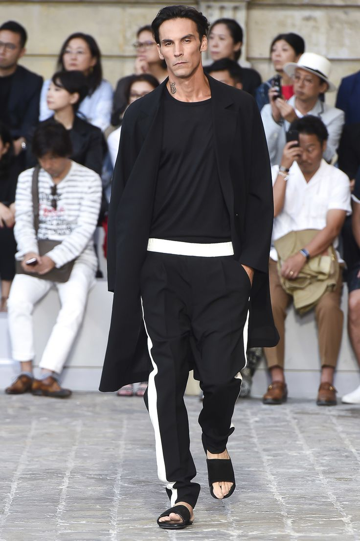 See the complete Berluti Spring 2018 Menswear collection.