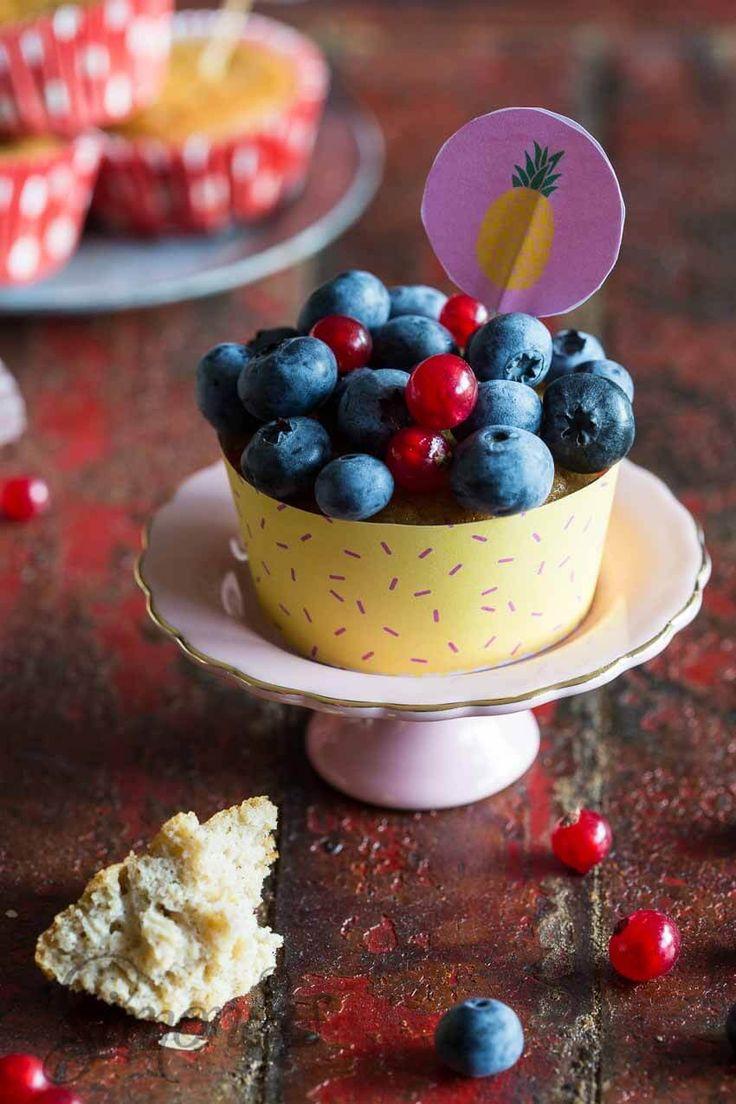 Glutenvrije cupcakes met vers fruit - feestje! Whole30 is voorbij! http://simoneskitchen.nl/cupcakes-voor-radbag/