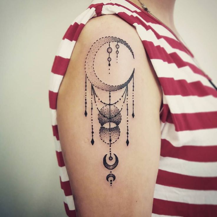 Lune Storte #tattoos #tattoo #tatuaggio #dotworktattoo #dotwork #dots #picoftheday #tattooedgirls #girlytattoo #femaletattooartist #tattooart #tattooartist ##blacktattoo #blackandwhite #moon #luna by wendymartina