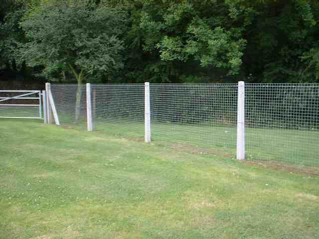 how build mesh fence