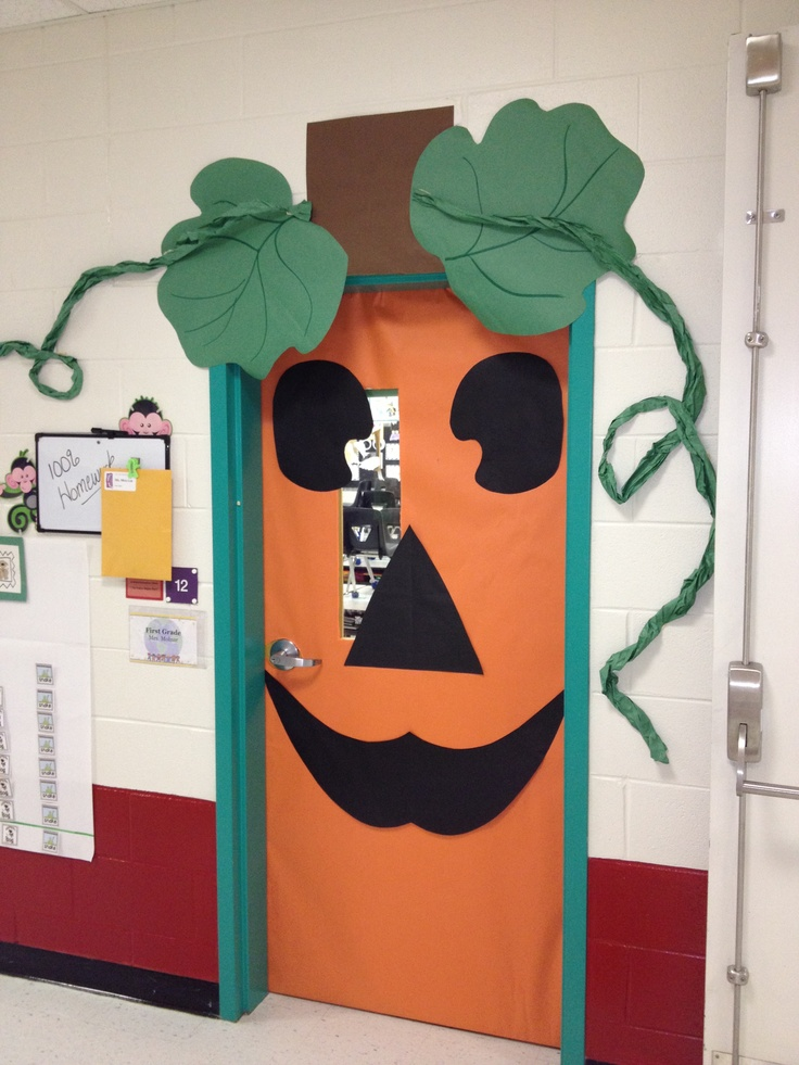middle school photo booth backdrop ideas - Cute pumpkin Door Decoration