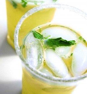 Zomers drankje met een restje meloen  Deze warme dagen verdienen een verfrissend Empty the Fridge recept. Een zoetzuur drankje met meloen.