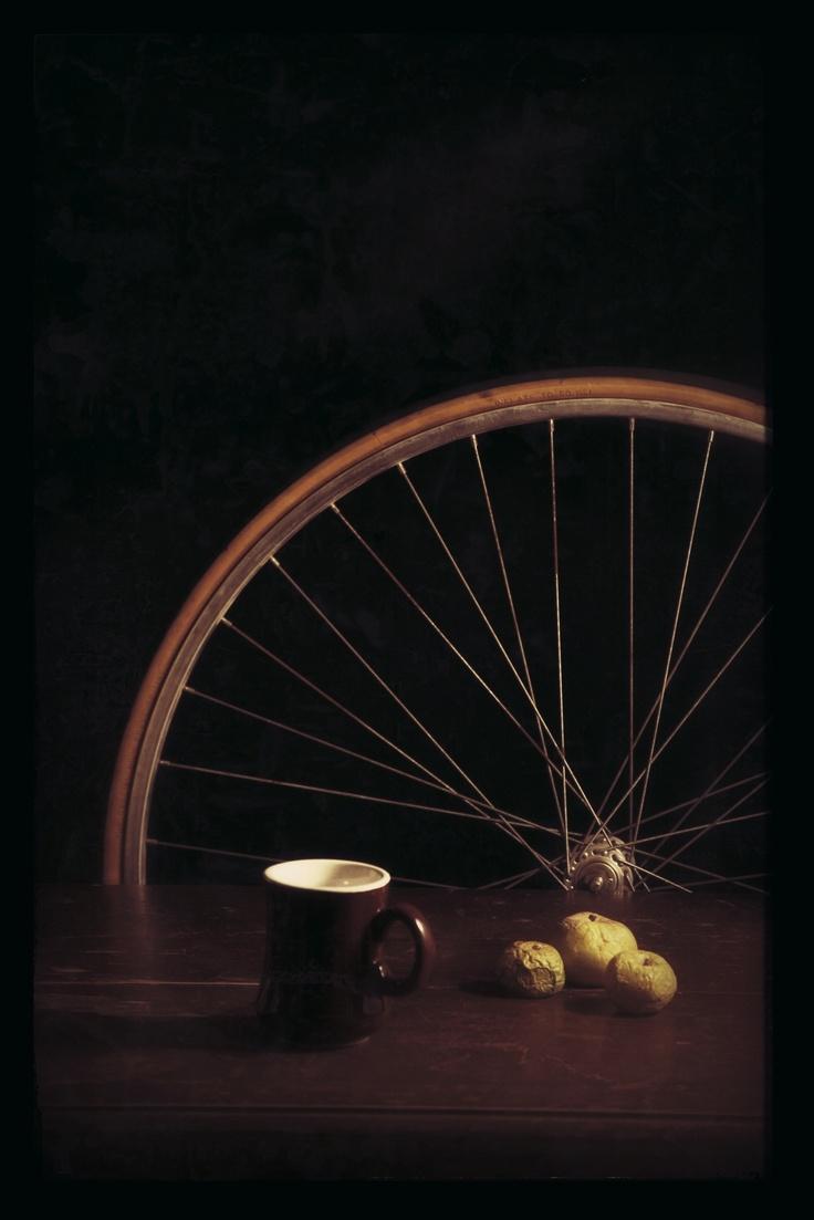"""""""ruota di bicicletta con mele e caffè"""" // """"bicycle's wheel with apples and coffee"""" // nicolominerbi // still life // natura morta"""