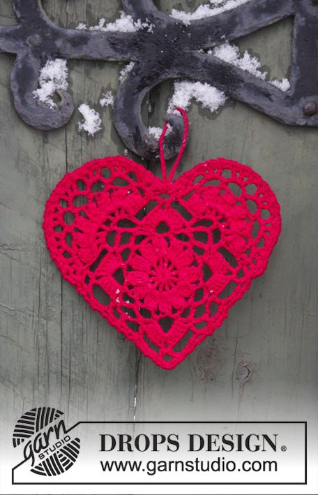 Home Is Where... - Crocheted heart for Christmas. The piece is worked in DROPS Safran. Free crochet pattern  DROPS Extra 0-1400
