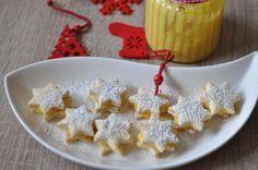 Cytrusowe ciasteczka z kremem pomarańczowym : Składniki: 100 g miękkiego masła 50 g cukru 1 łyżka skórki z cytryny 1 jajko 1 łyżeczka ekstraktu z wanilii 250 g mąki 1/4 łyżeczki proszku do pieczenia s. Przepis na Cytrusowe ciasteczka z kremem pomarańczowym