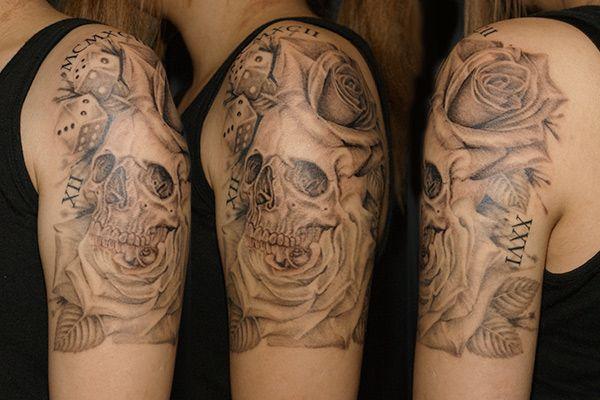 Skull Rose Tattoo  人気のモチーフであるスカル|ドクロとバラ|薔薇が一体化したデザインで仕上げたタトゥー|刺青作品画像です。  東京|TOKYO|渋谷のタトゥースタジオ  TATTOO SHOP|TOKYO  TIFANA TATTOO[ティファナタトゥー]  http://www.tifanatattoo.com/