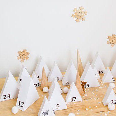 Calendrier de l'avent comme une forêt de sapins en papier / Advent calendar like a forest of paper christmas trees
