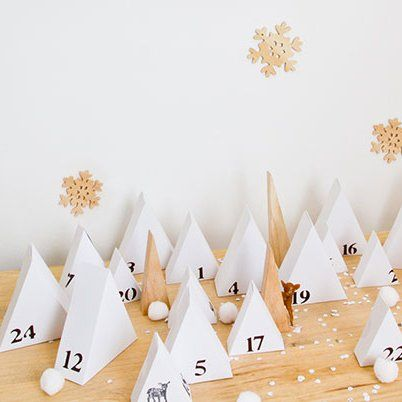 Calendrier de l'avent comme une forêt de sapins en papier / Advent calendar like a forest of paper christmas trees