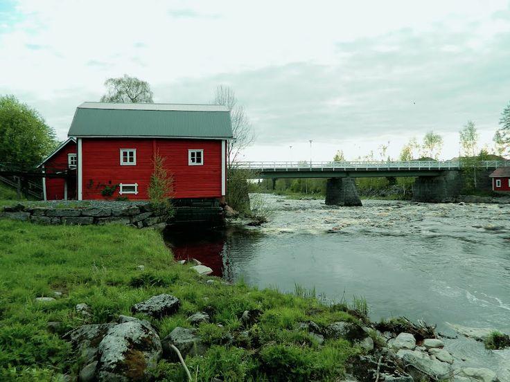 Kriikun museovesimylly ja Kirkonkoskea. - Museum watermill, river Kyrönjoki.