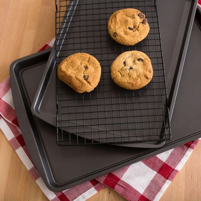 Make delicious home baked cookies and let them cool quickly and easily with this Choloe's Kitchen Cookie Sheet and Cooling Rack.