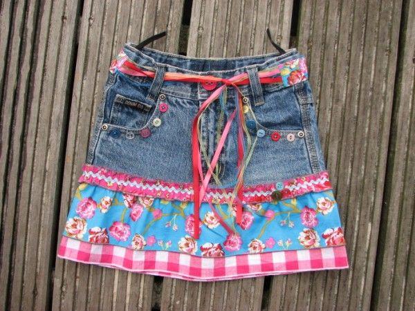 leuk idee om jeansrokjes die te kort worden wat terug te verlengen om wat langer te kunnen dragen of om saaie jeansrokjes wat leuker te maken