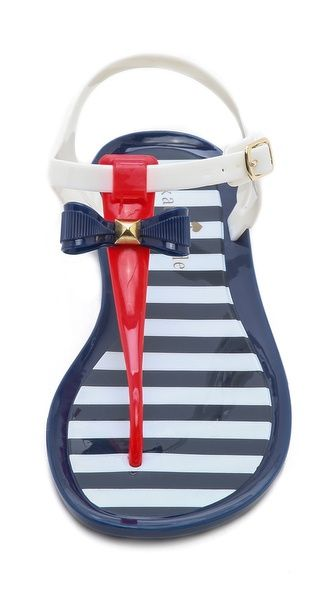 Darling patriotic bow thong sandals  http://rstyle.me/n/g9ajznyg6