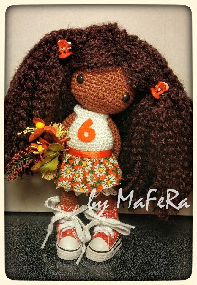 """Muñeca de crochet de 22cm basada en el libro """"Mi muñeca de ganchillo"""" de Isabelle Kessedjian"""