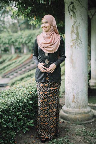 Kebaya Batik Black | MINIMALACE