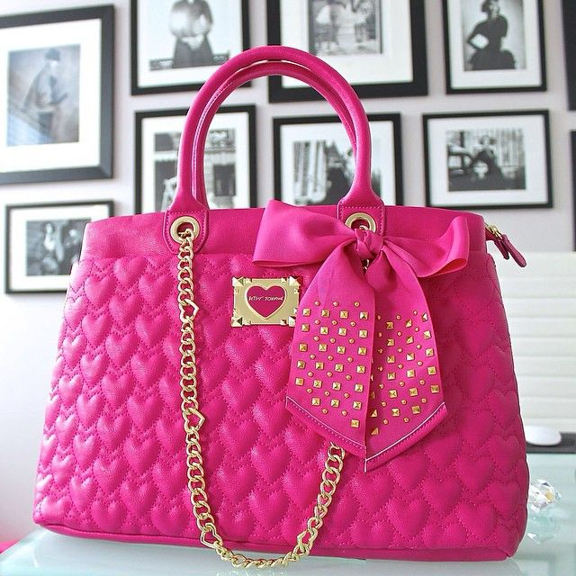 Currently crushing on this pretty pink shopper  are you??! ️