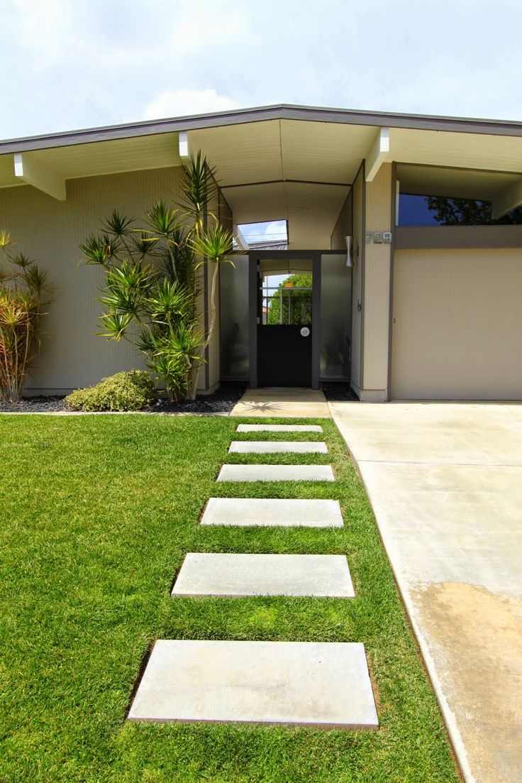 mid century modern home tour     psst it s an eichler   mid. 25  best ideas about Mid century landscaping on Pinterest