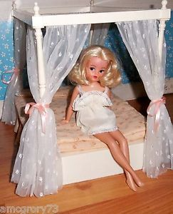 Sindy house bed
