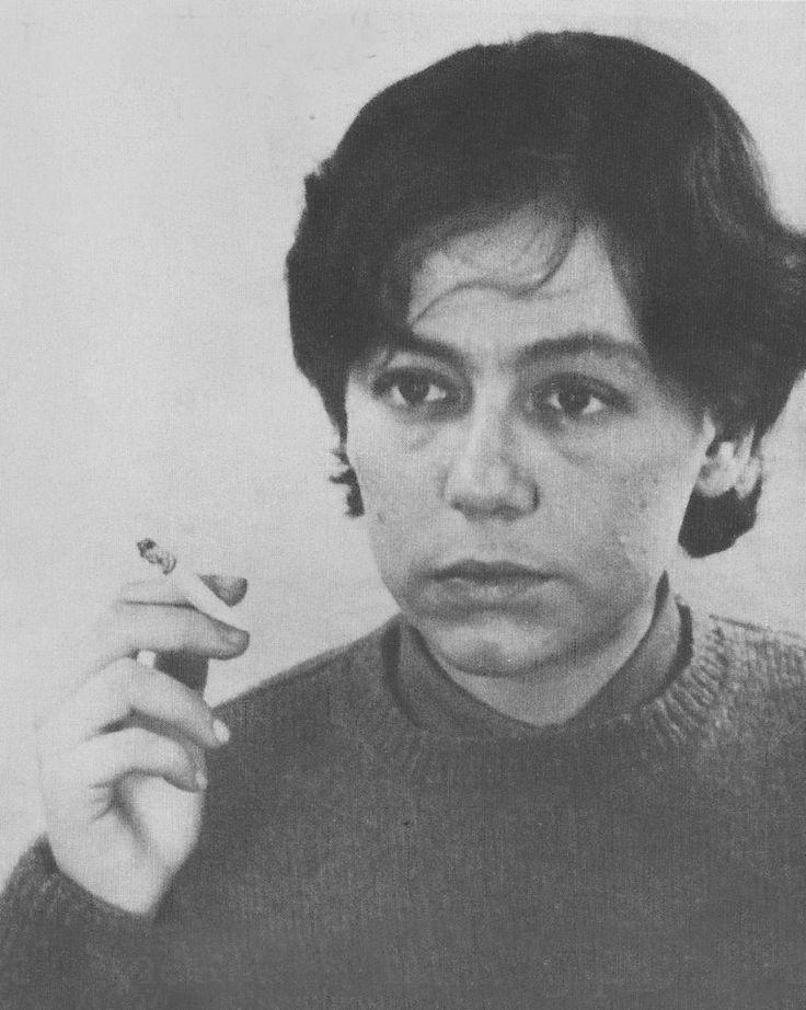 """Porque """"hay que salvar no la flor, sino las palabras"""", dijo Alejandra Pizarnik, la suicida de mis sueños"""