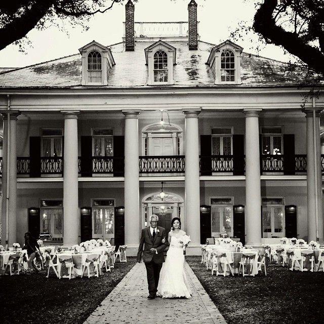 Oak Alley wedding by @lizdhart!
