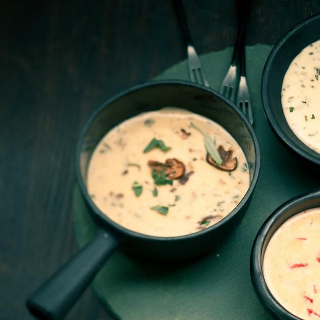 Rezept: Schweizer Käsefondue mit Pilzen und Salbei Rezept - [LIVING AT HOME]