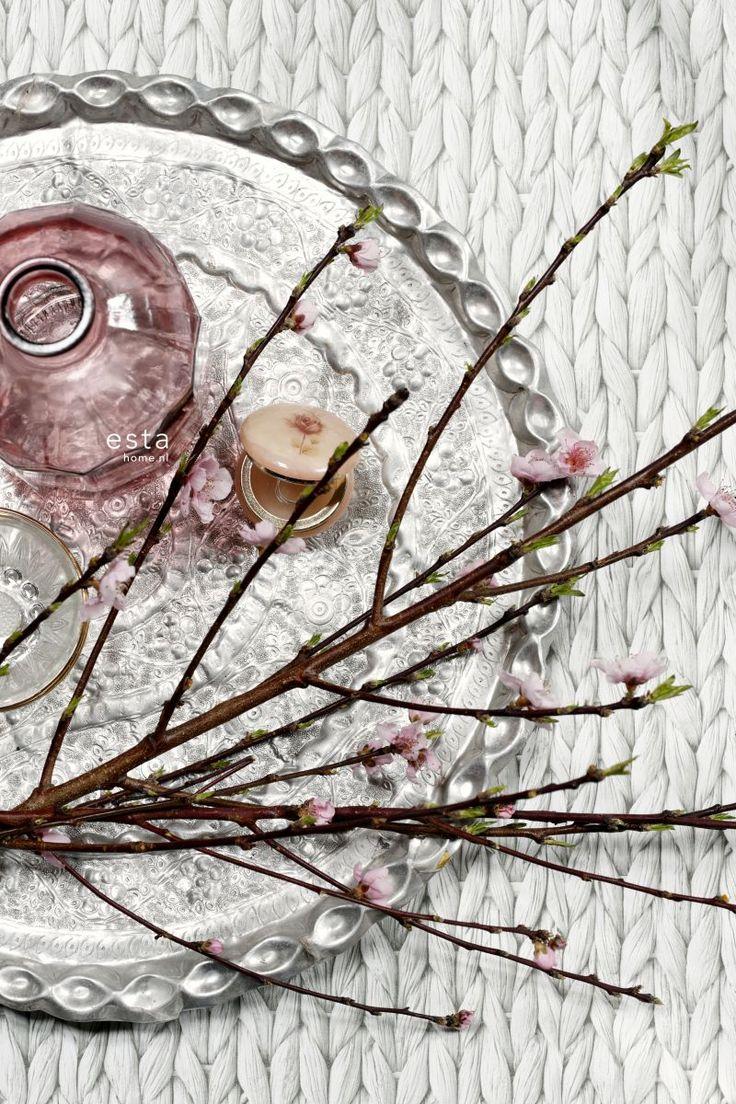 chalk printed eco texture non woven wallpaper Woven wicker Light warm gray #behang #geweven #gevlochten #breisel #grijs #oosters #bloesem #dienblad #estahome #boho #bohemian #oosters #oriental