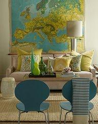StylingTip >> deze oude landkaart van europa dient als inspiratie voor het blauwe, gele en groene kleurenschema