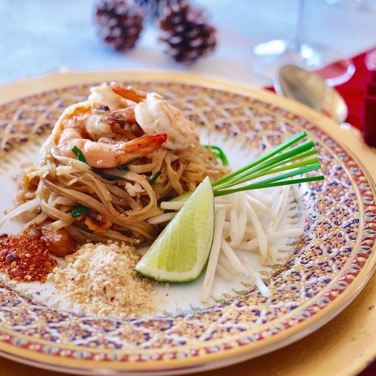タイ料理教室SIRI KITCHEN : 今日も#パッタイ でした 今年の#タイ料理教室 は明日で最後になります✨ . . . . #タイ料理 #クリスマスイブ #タイ料理研究家 #タイ料理レッスン #タイ料理大好き #エスニック料理 #アジア料理 #おもてなし料理 #おうちごはん #パーティ料理 #料理教室  #クリスマス料理 #タイ焼きそば #フードコーディネート #フードスタイリスト #テーブルコーディネート #ベンジャロン #クッキング #クッキングラム #夕食 #インスタ映え #美味しい #sirikitchen #padthai #thaifood #cookingschool #foodstyle #tablesetting