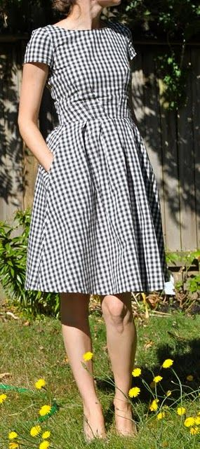 This 50s style dress reminds me of Lacey Jae (my 20 year old born in the wrong decade).  lol.  She LOVES the 50s.