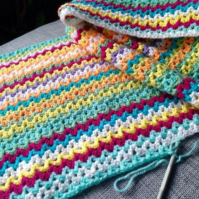 V-stitch crochet blanket. ༺✿ƬⱤღ  https://www.pinterest.com/teretegui/✿༻