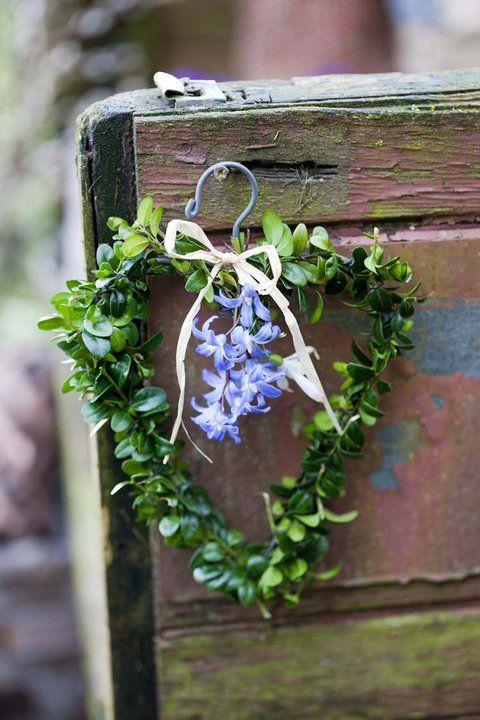 ♥: Ideas, Wire Hangers, Spring Wreath, Flowers, Garden, Floral, Wreaths, Heart Wreath