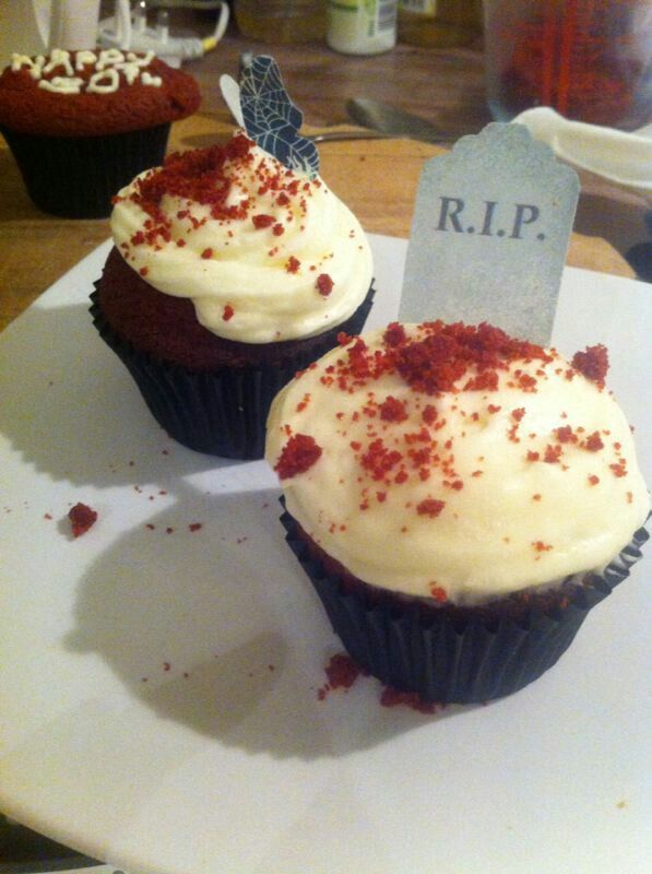 Halloween Red Velvet Cupcakes, by moi #Hummingbird #Baking #RedVelvet #Cupcakes