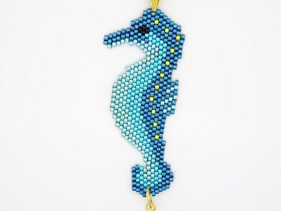 Colgante de Caballito de mar tutorial patrón para hacer un caballito de mar en Peyote de la puntada. Sencillas instrucciones. Original diseño de mariposa grano Kits