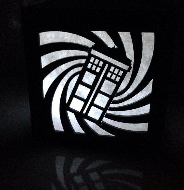1000 id es sur le th me sherlock decor sur pinterest bbc for Decoration porte tardis