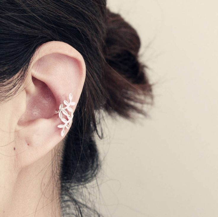 Are you interested in our Sterling Silver Ear Cuff? With our Leaf Design Ear Cuff you need look no further.