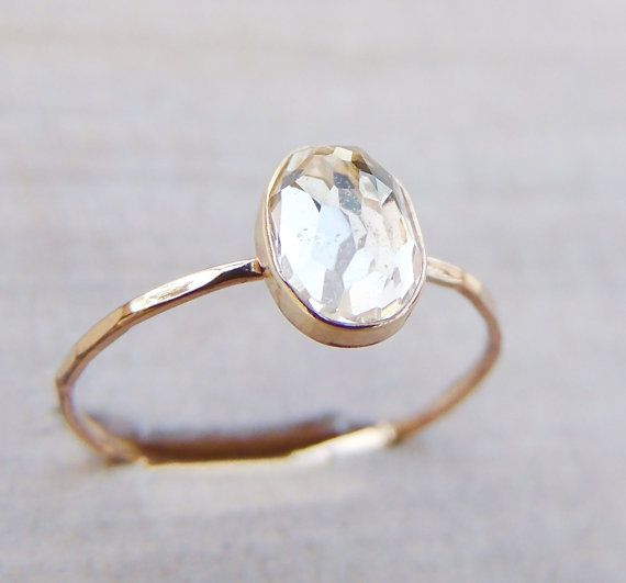 Dainty Gold Ring Engagement Ring White Topaz Ring par Luxuring