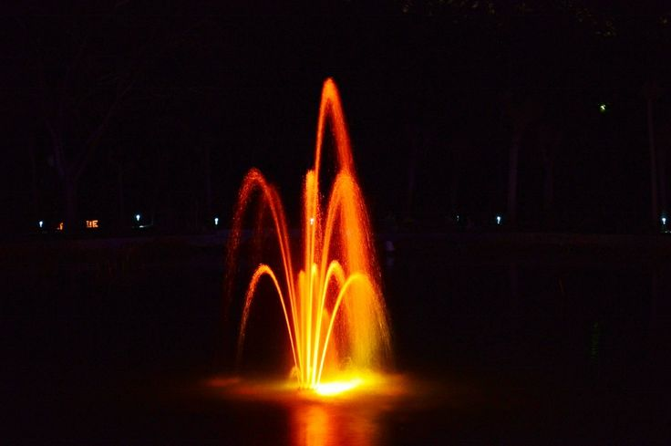 The fountain in lights at night