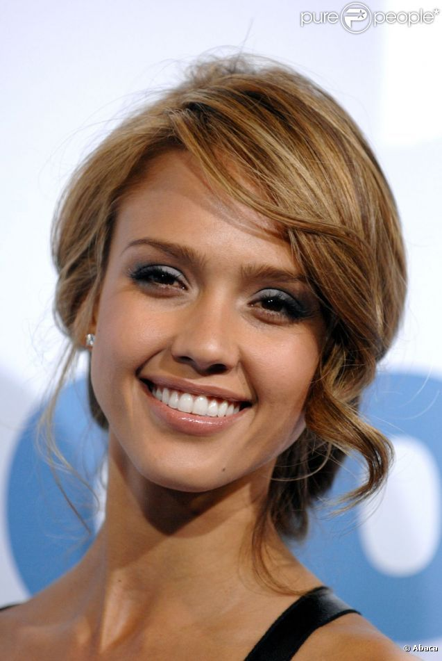 photos jessica alba blonde et les cheveux sur le c t l. Black Bedroom Furniture Sets. Home Design Ideas