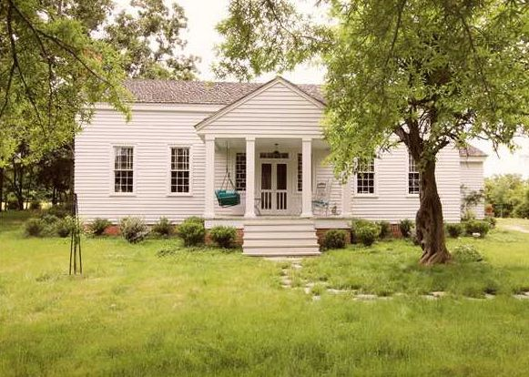 front exterior of old southern family home restored by artist frank faulkner