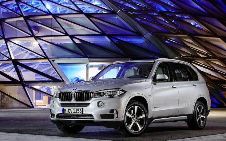 Im Herbst wird BMW den BMW X5 xDrive40e als Plug-in-Hybridfahrzeug mit 313 PS Systemleistung auf den Markt bringen.