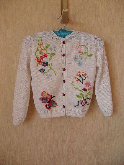 Купить или заказать Жакет для девочки в интернет-магазине на Ярмарке Мастеров. Нарядная кофточка для маленьких принцесс .Волшебные цветы и листья, необыкновенные бабочки очень украшают маленьких девочек!