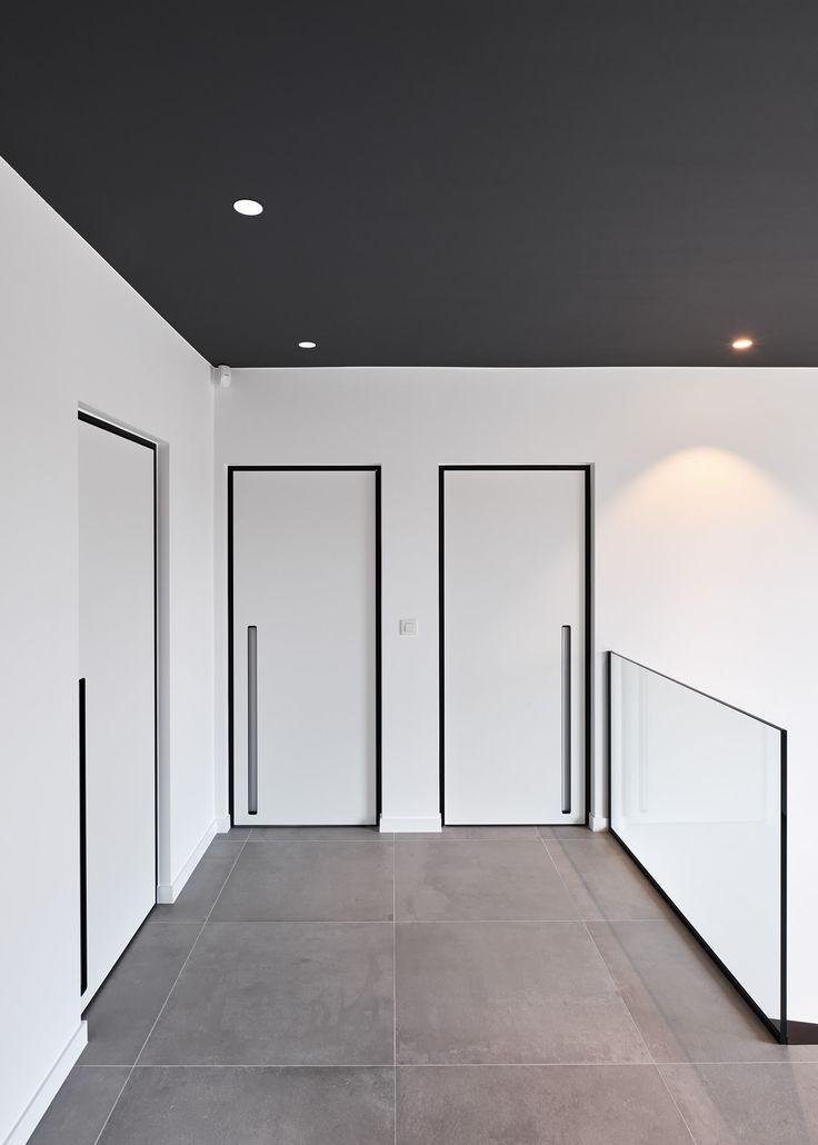 Porte intérieure blanc avec encadrement noir et un poignée intégré - ANYWAYdoors